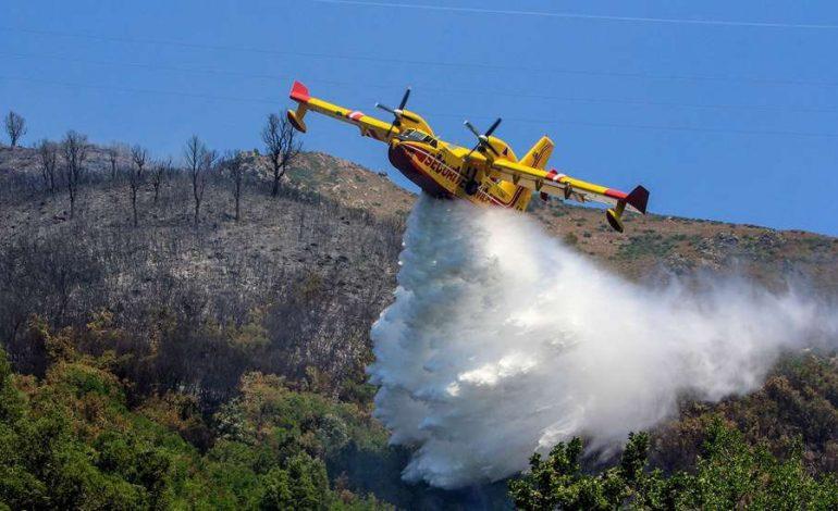 Au moins 38 morts dont 25 militaires dans les incendies qui ravagent la Kabylie (Algérie)
