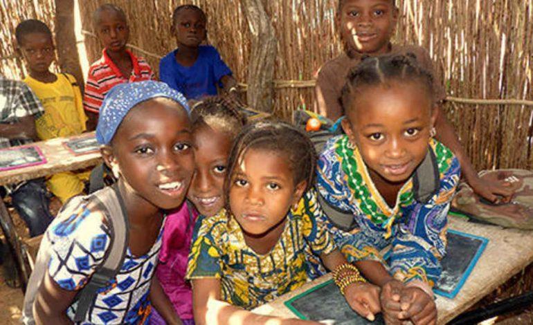 Des fournitures scolaires de Saint-Cyr-sur-Loire pour Koussanar