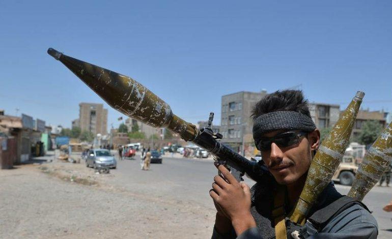 Les talibans s'emparent de Faizabad, alors que des «centaines» de membres des forces de sécurité se rendent aux talibans