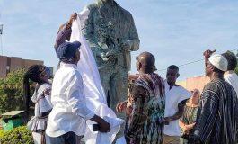 Inauguration d'une statue d'Alain Gomis sur la colonne des cinéastes à Ouagadougou, en marge du FESPACO