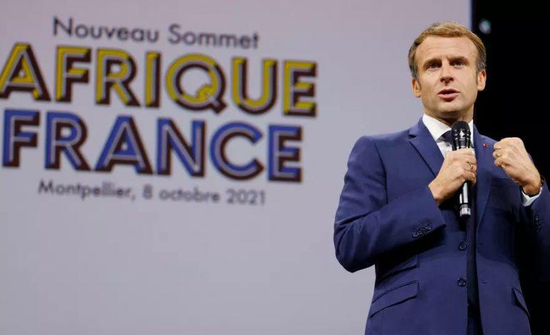 Ce n'est pas Emmanuel Macron qui tourne, c'est le vent !
