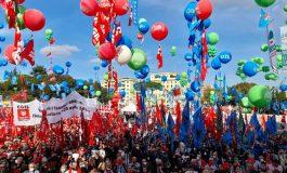 Des dizaines de milliers de personnes manifestent contre le fascisme à Rome