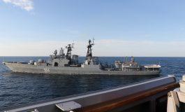 Les navires de guerre russe Admiral Tributs et américain USS Chafee frôlent l'incident en mer du Japon